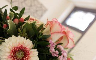 Praxis, Zahnarztpraxis Dr.Anke Hambach in Issum, herzlich willkommen, angenehmes Ambiente, wunderschön, Blumenstrauss, Wohlfühlen, Privatpraxis für Zahnheilkunde